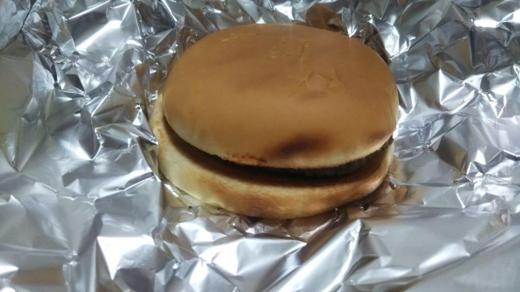 焼いたハンバーガー