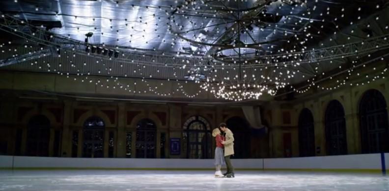 ラストクリスマス ケイト トム ラブシーン スケート