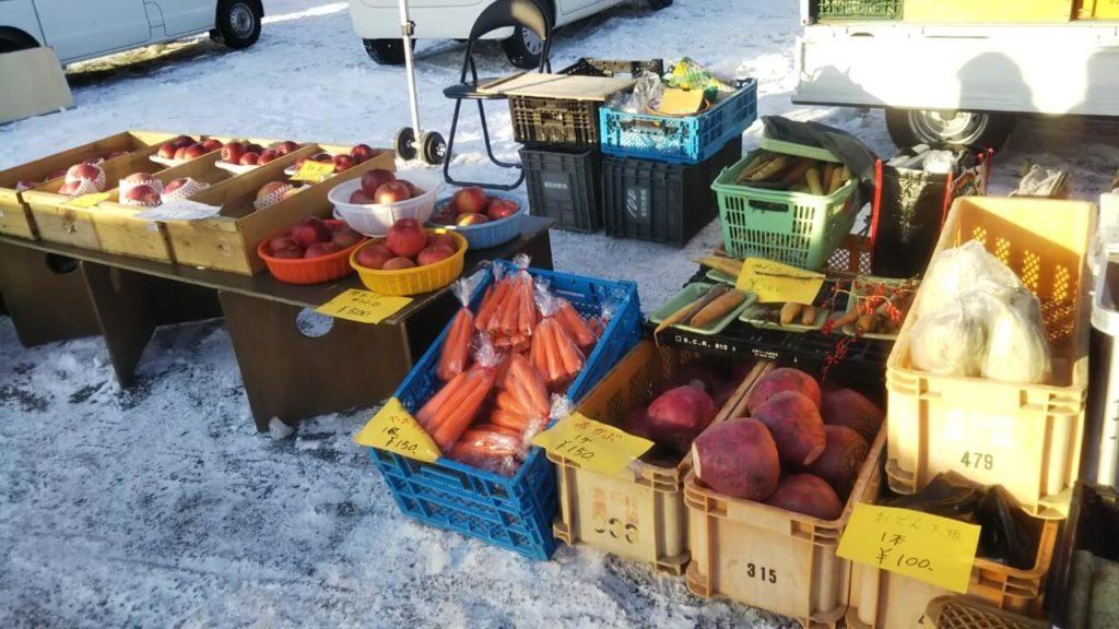 館鼻岸壁朝市の野菜売場
