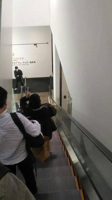 新宿ピカデリーのエスカレーター