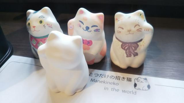 自分ツッコミくまに登場するカフェ猫衛門の招き猫絵付け体験