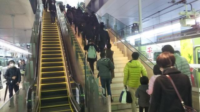 高輪ゲートウェイ駅の階段