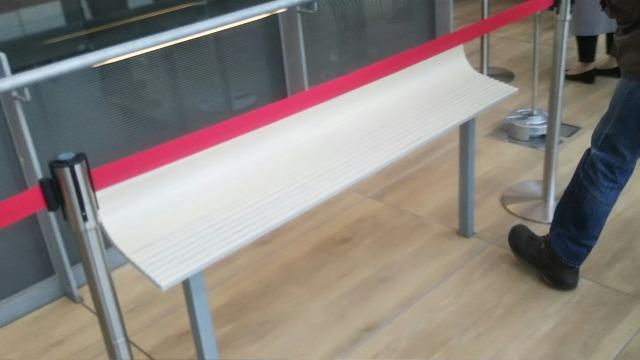 高輪ゲートウェイ駅のベンチ
