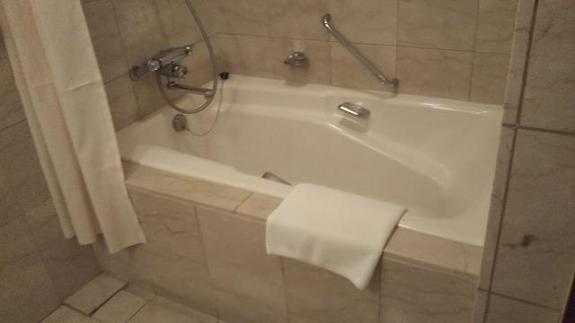 プレミアムホテル門司港のスイートの風呂