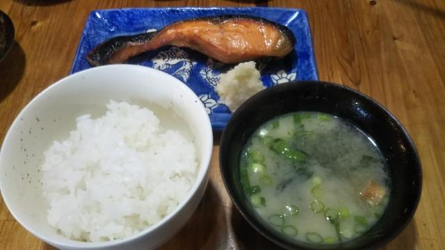 旧軽井沢銀座ストリートの横道にあった丸寛食堂の定食