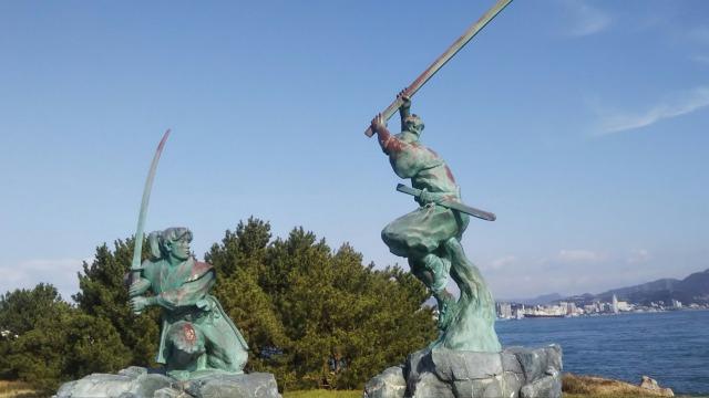 巌流島の宮本武蔵と佐々木小次郎