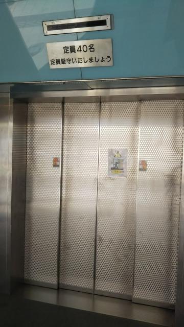 海底トンネルへのエレベータ