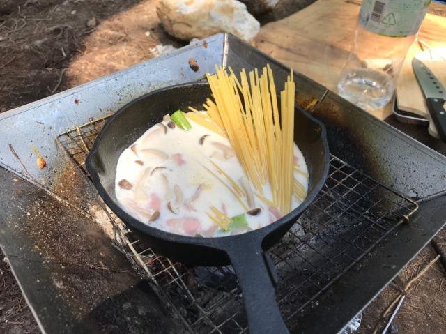 おおぐて湖キャンプ場で食べるクリームパスタ