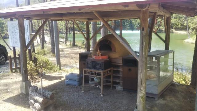 おおぐて湖キャンプ場のしらさぎ荘のピザ釜