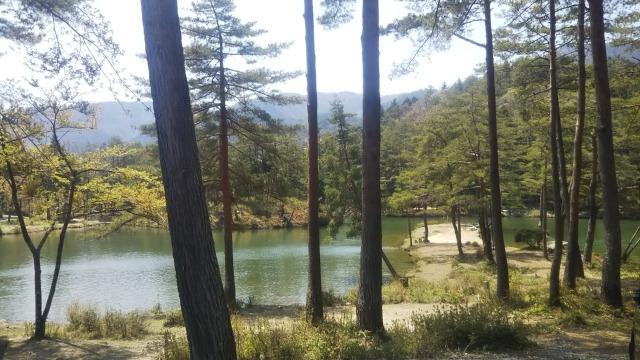 おおぐて湖キャンプ場のしらさぎ荘の湖畔エリア