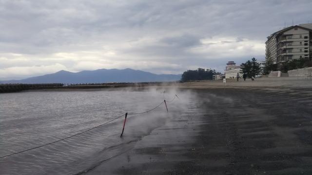 「砂楽」の裏の海岸