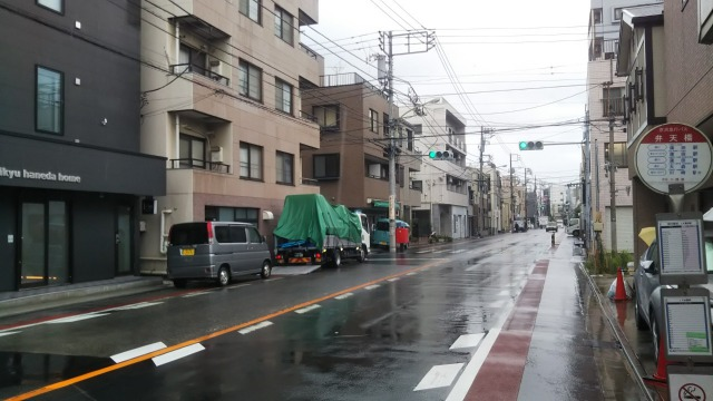 シアテル羽田の前の道路