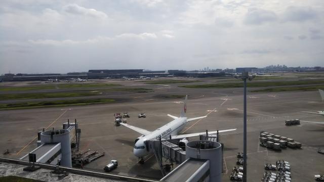 羽田空港屋上からの滑走路