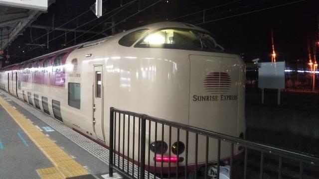 高松駅ホームのサンライズ瀬戸