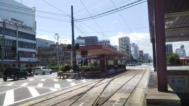松山駅前の路面電車乗り場